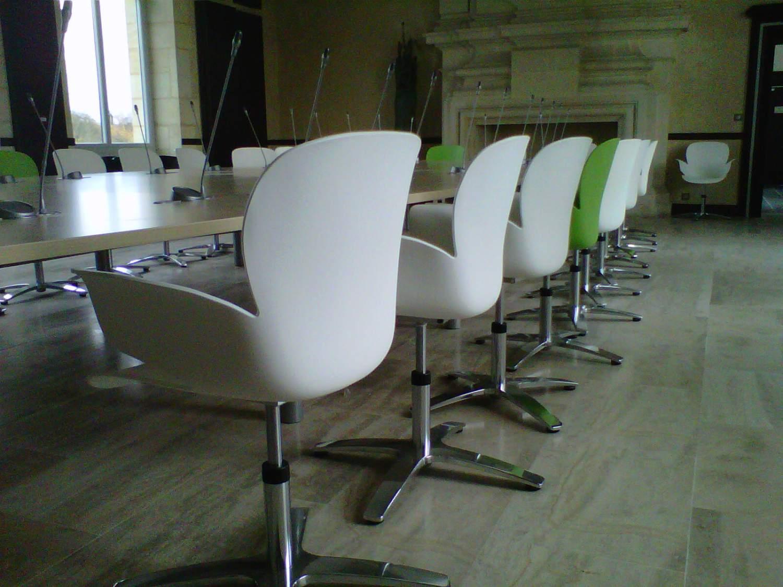 mobilier sur mesure la salle du conseil de la mairie d 39 artigues mobilier de bureau vers. Black Bedroom Furniture Sets. Home Design Ideas