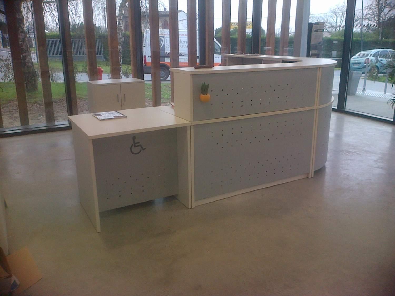 le poste accueil chez a ro campus mobilier de bureau vers bordeaux la galerie du bureau. Black Bedroom Furniture Sets. Home Design Ideas