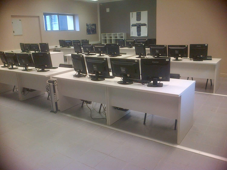 une salle de cours chez a rocampus mobilier de bureau vers bordeaux la galerie du bureau. Black Bedroom Furniture Sets. Home Design Ideas